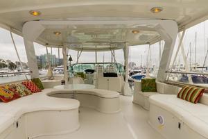 68' Bluewater Yachts 68 1998 Salon Seating