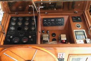 48' Spindrift 48 Aft Cabin My 1984 Pilot House Controls