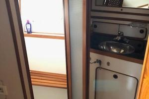 48' Spindrift 48 Aft Cabin My 1984 VIP Head