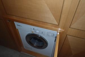 72' Mangusta 72 2006 Combo washer/dryer
