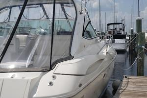 39' Cruisers Yachts 3970 Express Hardtop 2003 starboard side stern