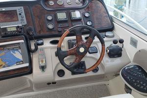 39' Cruisers Yachts 3970 Express Hardtop 2003 Helm station - Full electronics