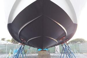 39' Cruisers Yachts 3970 Express Hardtop 2003 Bottom bow