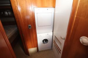 58' Meridian 580 Pilothouse 2003 Washer and Dryer