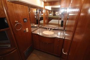 58' Meridian 580 Pilothouse 2003 Master Stateroom Vanity