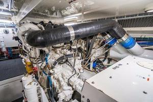 64' Hatteras 64 Motor Yacht 2006 Engine Room