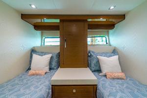 75' Hatteras M75 Panacera 2017 Guest cabin 2