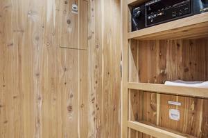 75' Hatteras M75 Panacera 2017 Master walk-in cedar closet