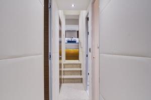 75' Hatteras M75 Panacera 2017 Lower guest cabin hallway