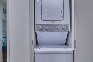 75' Hatteras M75 Panacera 2017 Crew stackable washer/dryer