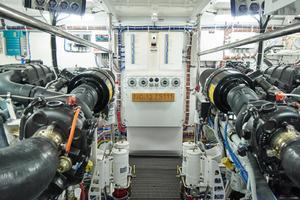 75' Hatteras M75 Panacera 2017 Engine Roon