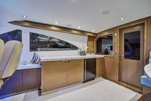 75' Hatteras M75 Panacera 2017 Sky-lounge Wet Bar with retractable TV