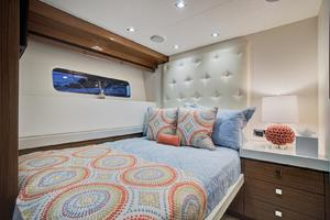 75' Hatteras M75 Panacera 2017 Guest Cabin 3