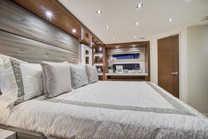 75' Hatteras M75 Panacera 2017 Master Cabin