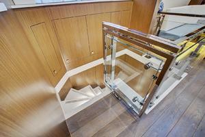 75' Hatteras M75 Panacera 2017 Lower cabin stairs