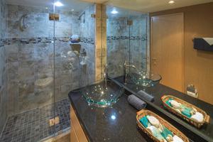 107' Broward  1997 Guest Bath