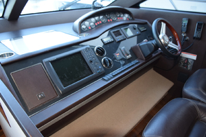 64' Princess Flybridge 2011 Helm