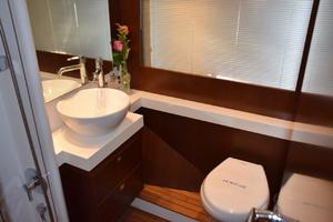 64' Princess Flybridge 2011 Gues Head