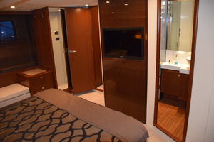 64' Princess Flybridge 2011 Master ensuite Head
