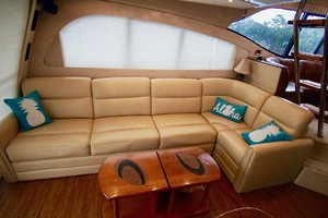 50' Cruisers Yachts 5000 Sport Sedan 1999 Salon Settee