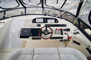 50' Cruisers Yachts 5000 Sport Sedan 1999 Helm