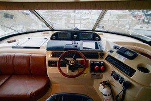 50' Cruisers Yachts 5000 Sport Sedan 1999 LowerHelm