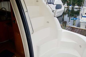 50' Cruisers Yachts 5000 Sport Sedan 1999 Flybridge Stairs