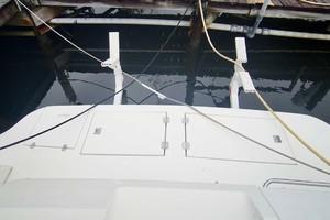 50' Cruisers Yachts 5000 Sport Sedan 1999 Dinghy Davits