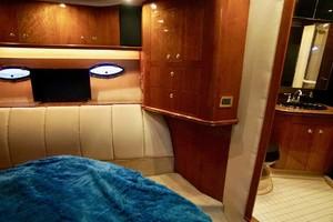 50' Cruisers Yachts 5000 Sport Sedan 1999 Master Head Entry