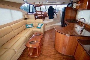 50' Cruisers Yachts 5000 Sport Sedan 1999 Salon Fwd