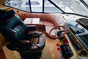 50' Cruisers Yachts 5000 Sport Sedan 1999 Lower Helmseat