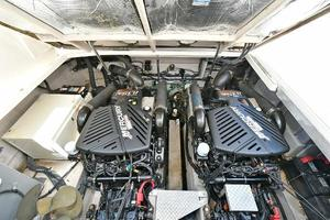 Sea-Ray-390-Sundancer-2004-Press-Luck-New-Rochelle-United-States-Engine-Compartment-1047589-thumb