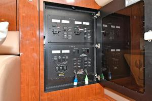 Sea-Ray-390-Sundancer-2004-Press-Luck-New-Rochelle-United-States-Control-Panel--1047587-thumb