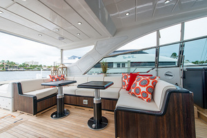80' Mangusta  2007 Upper Salon