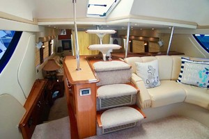 56' Carver 560 Voyager 2006 Stairs from Salon to Bridge