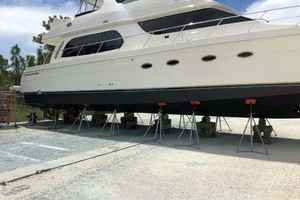 56' Carver 560 Voyager 2006 Haul Out