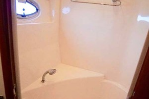 56' Carver 560 Voyager 2006 Master Shower