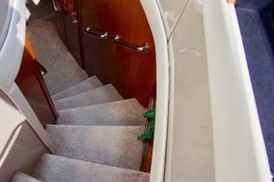 56' Carver 560 Voyager 2006 Stairs to Cabins
