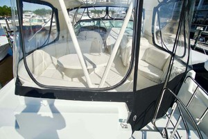 56' Carver 560 Voyager 2006 Flybridge Seating Enclosure