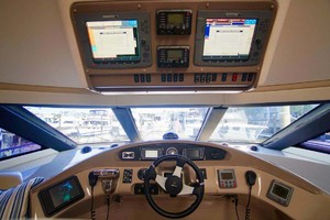 56' Carver 560 Voyager 2006 Lower Helm Electronics