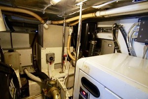 56' Carver 560 Voyager 2006 Engine Room