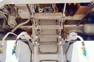 56' Carver 560 Voyager 2006 Engine Room Access