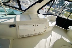 56' Carver 560 Voyager 2006 Flybridge Grill Closed