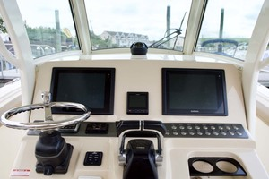 30' Scout 300 Lxf 2015 Helm
