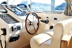 54' Apreamare Express Cruiser 2005 Helm