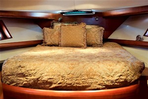 54' Apreamare Express Cruiser 2005 Master Berth