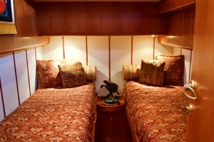 54' Apreamare Express Cruiser 2005 Guest Cabin