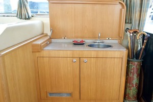 54' Apreamare Express Cruiser 2005 Wetbar