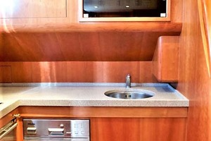54' Apreamare Express Cruiser 2005 Galley Sink