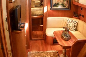 54' Apreamare Express Cruiser 2005 Salon fwd